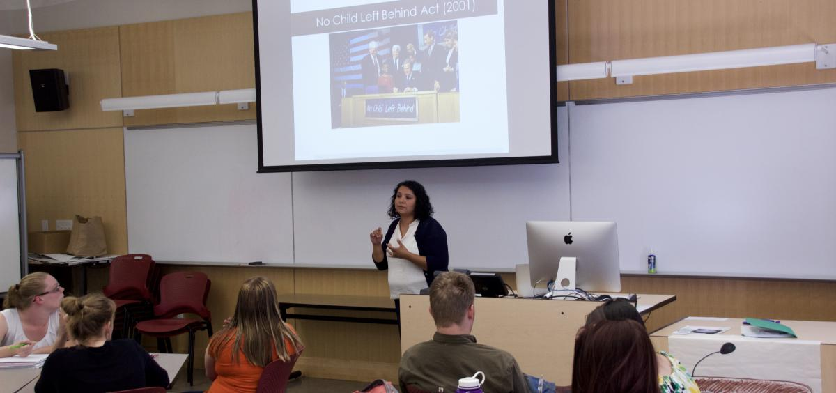 María Leija teaches an ESOL class